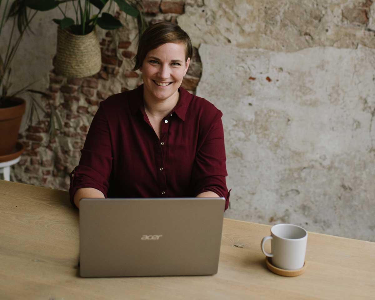 Yvette van der Plas | 2 way VA | Meet the dork | Paperdork klanten | Reviews | Ervaringen | Sunfield Photography